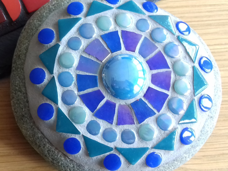Pebble decorated with blue mosaic